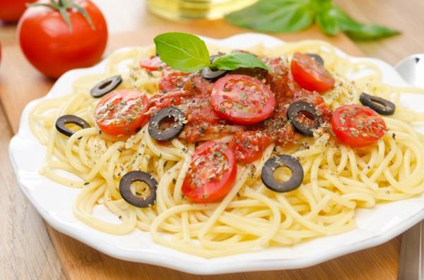 Рецепт                  Спагетти с помидорами и маслинами