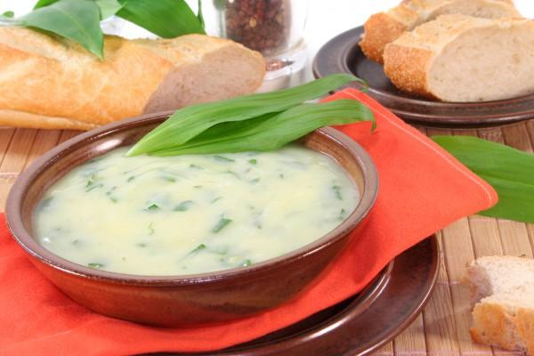 Сливочный суп с картофелем и черемшой