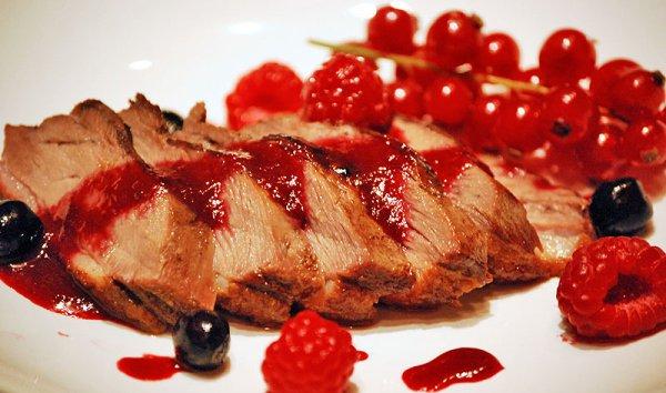 Рецепт                  Гусиная грудка с ягодным соусом