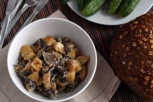 Жареные грибы с картошкой в сметане