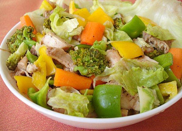 Рецепт                  Освежающий летний салат с курицей