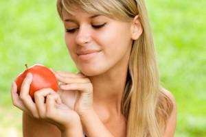 Летом включай в свой рацион больше свежих фруктов, овощей, ягод и зелени