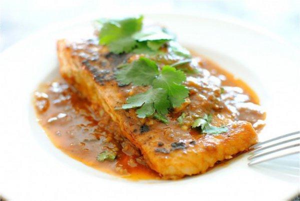 Рецепт                  Лосось в томатно-чесночном соусе