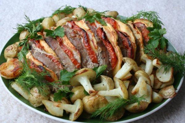 Рецепт                  Запеченная свинина с сыром и помидорами