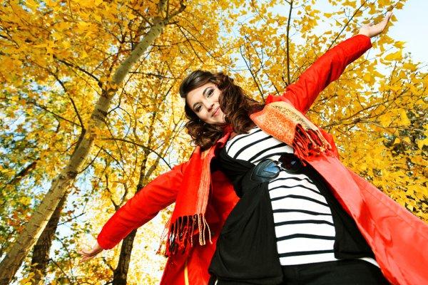 Действенный способ поднять себе настроение осенью – выбирать яркую одежду