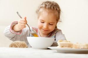 С 3 лет можно включать в рацион ребенка суп из белой фасоли и суп-пюре из чечевицы