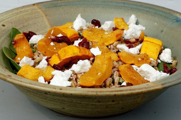 Рецепт                  Салат из жареной тыквы с сыром и шпинатом