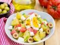 Как приготовить картофельный салат с помидорами и яйцом
