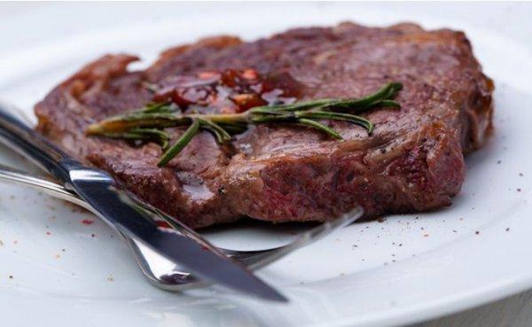 Рецепт                  Приготовь мраморный стейк с калиновым соусом
