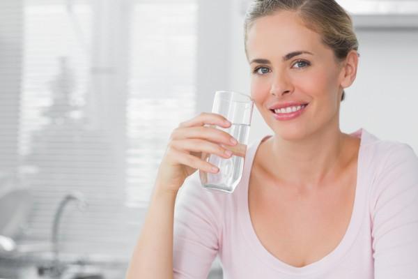Узнай, какие преимущества потребления достаточного количества воды - не менее 6-8 стаканов в день