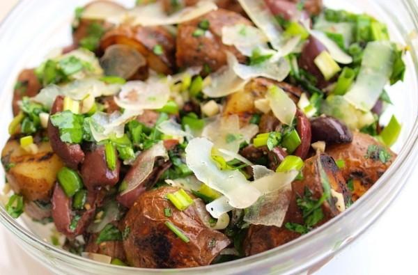 Рецепт                  Теплый салат из запеченного картофеля с маслинами и сыром
