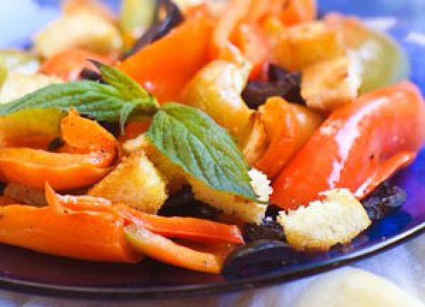 Рецепт                  Салат из запеченного перца с гренками
