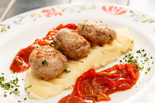 Рецепт                  Куриные фрикадельки в сливочном соусе