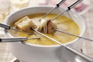Сырное фондю - национальное швейцарское блюдо