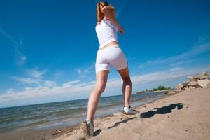 Бег спиной вперед позволяет достигнуть более активного сжигания калорий и снизить нагрузку на суставы