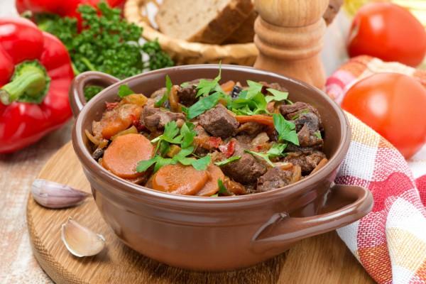 Рецепт                  Тушеное мясо с черносливом
