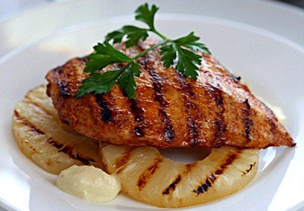 Рецепт                  Куриное филе на гриле с ананасами