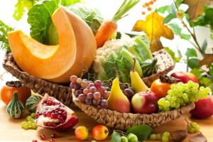 Общее правило для всех овощей и фруктов одно - лучше покупать те плоды, дорога которых к прилавку магазина была максимально короткой