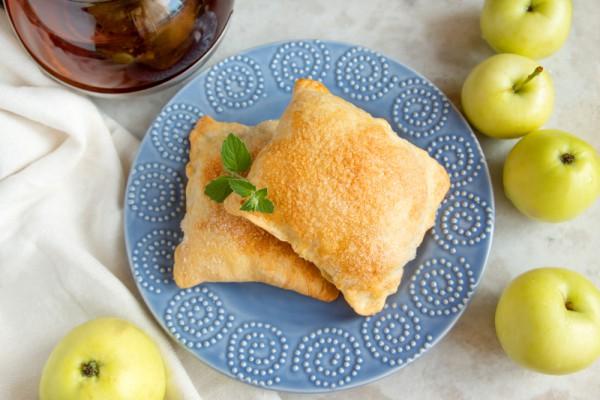 Рецепт                  Конвертики из песочного теста с яблоками