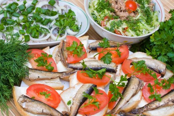 Рецепт                  Бутерброды со шпротами