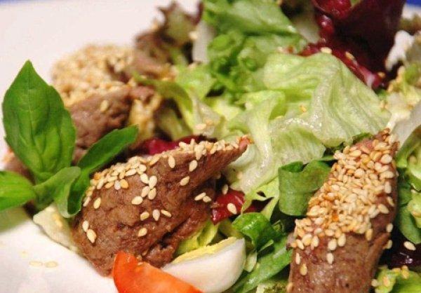 Рецепт                  Салат с роллами из телятины