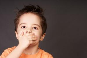 Если ругательство послужило выходом агрессии ребенка, необходимо научить малыша проявлять негативные эмоции без грубых слов