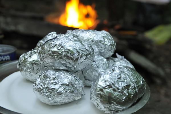 Рецепт                  Запеченный картофель в фольге на углях