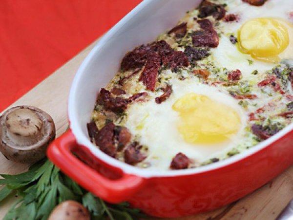 Рецепт                  Запеченная яичница с грибами и помидорами