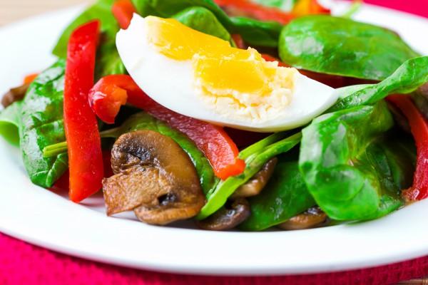 Рецепт                  Салат из шпината, сладкого перца и яиц
