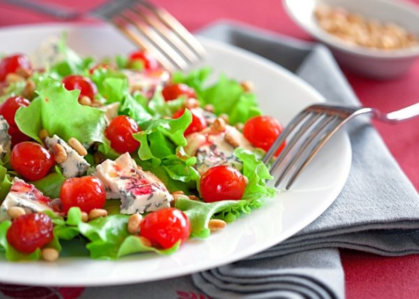Рецепт                  Салат с голубым сыром и сушеной вишней