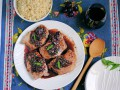 Свинина с виноградом и красным вином