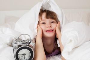 Чтобы малыш быстро засыпал, он должен получать достаточную физическую нагрузку. А пробуждение его должно быть медленным и спокойным