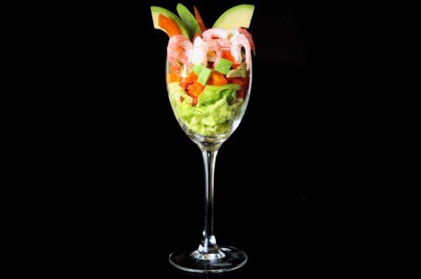 Рецепт                  Салат из креветок с авокадо и помидорами