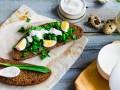 Весенний завтрак: Бутерброд с черемшой
