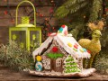 Как украсить пряничный домик глазурью