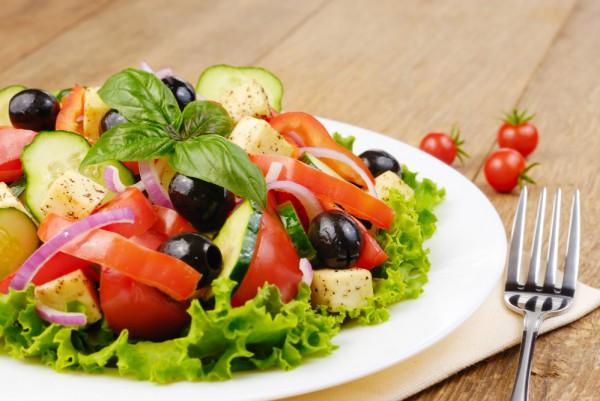 Греческий салат с фетаксой: классический рецепт