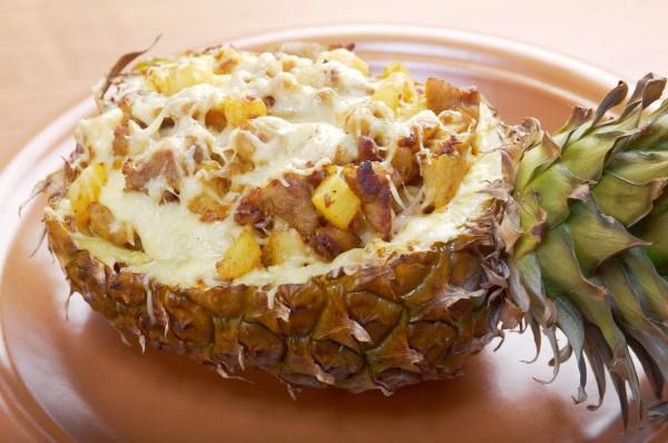 Рецепт                  Фаршированный ананас с мясом и сыром