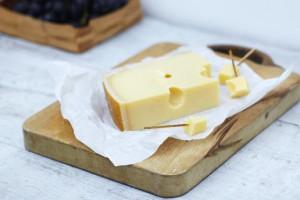 Швейцарский сыр эмменталь - основа сырного фондю