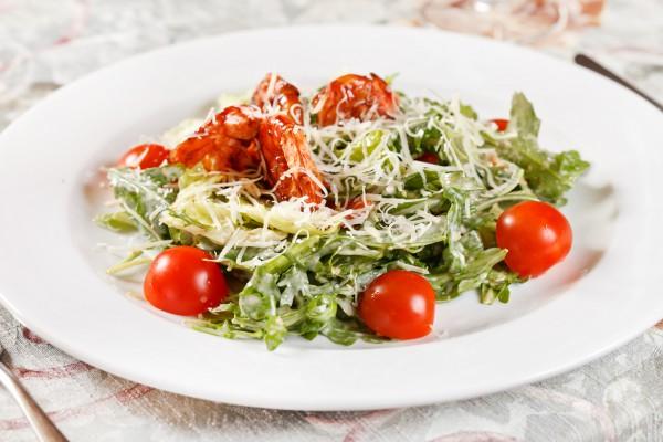 Рецепт                  Салат из креветок и помидоров черри