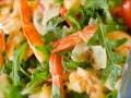 Новогодние рецепты: Салат из рукколы с креветками