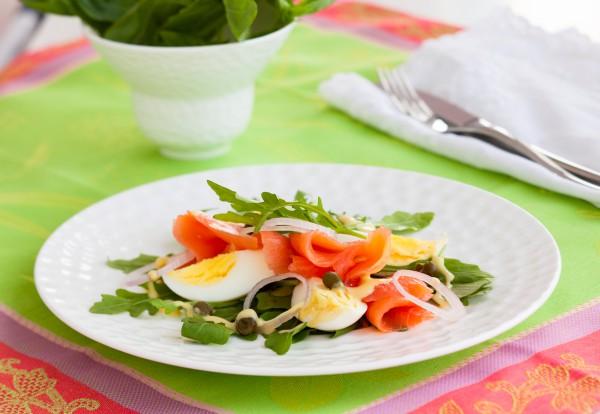 Рецепт                  Пасхальный салат из лосося и яиц