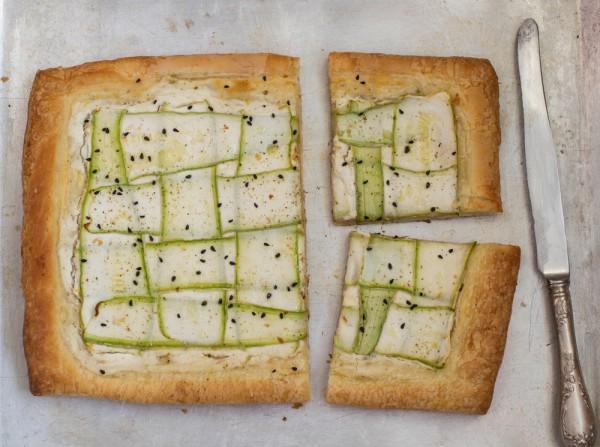 Рецепт                  Пирог из слоеного теста с кабачками