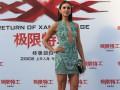 Нина Добрев похвасталась стройными ножками в платье без бюстгальтера