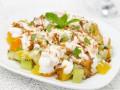 Летний завтрак: Фруктовый салат с йогуртом