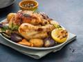 Запеченная курица с весенними овощами