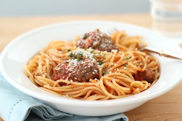 Рецепт                  Спагетти с мясными тефтелями