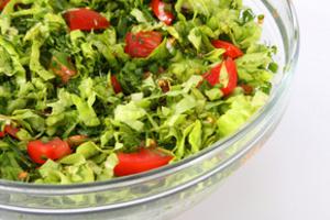 Тарелка свежего салата поможет уснуть