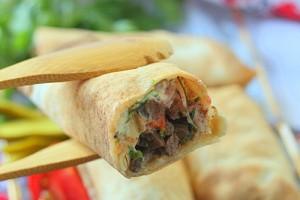 Шаурма с начинкой из телятины и овощей
