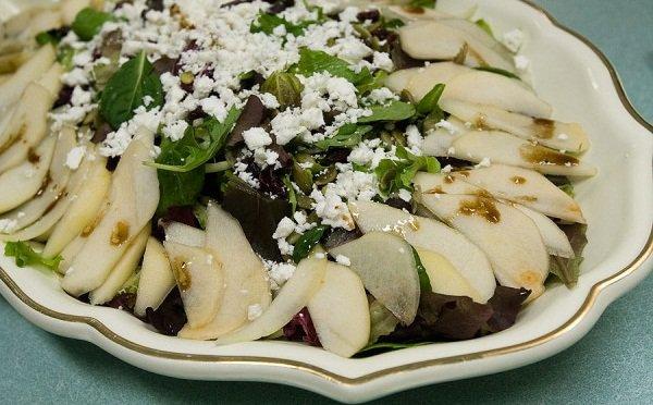 Рецепт                  Осенний салат из груш с клюквой и сыром