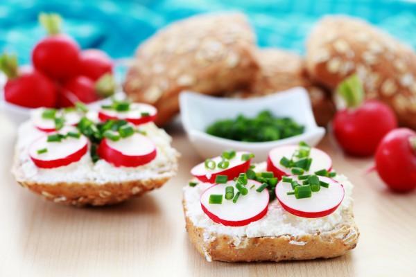 Рецепт                  Весенний завтрак: Бутерброды с редисом